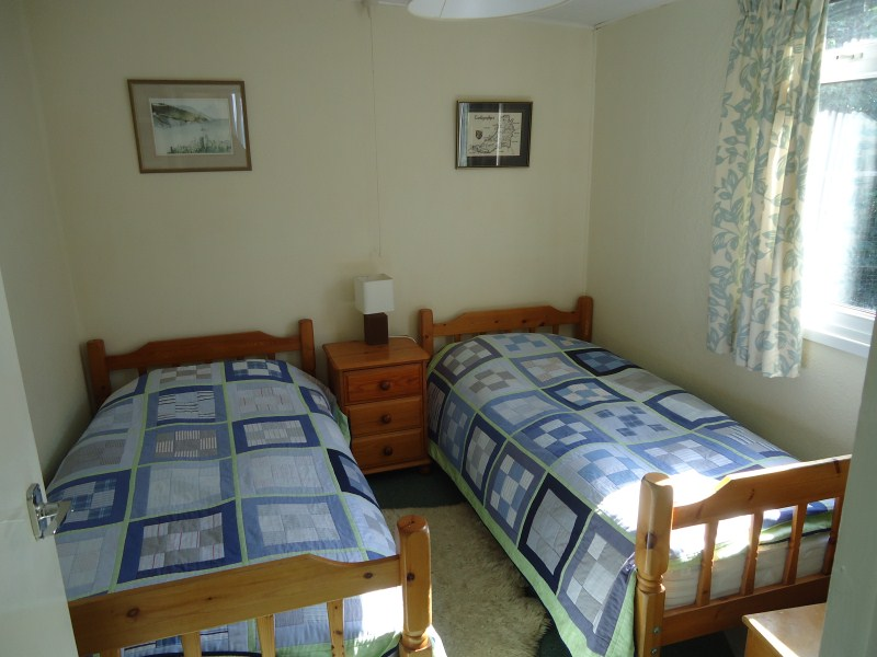 aberporth-cottage-twin-beds